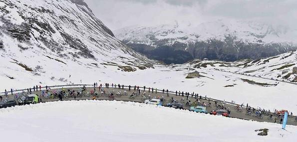 La neige sera peut-être encore présente dans les Dolomites, mais ne découragera pas les coureurs - Photo Giro d'Italia