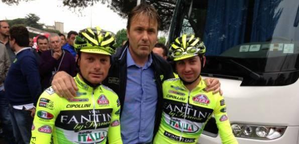 Luca Scinto, ici avec Di Luca et Santambrogio, s'est trompé. Il l'a reconnu, mais c'est un peu tard - Photo bigibg.it