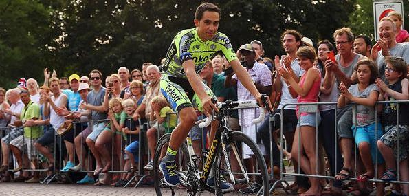 Depuis l'époque de Marco Pantani, en 1998, plus personne n'a réussi à remporter consécutivement dans la même saison le Tour d'Italie et le Tour de France, séparés désormais d'un mois. […]
