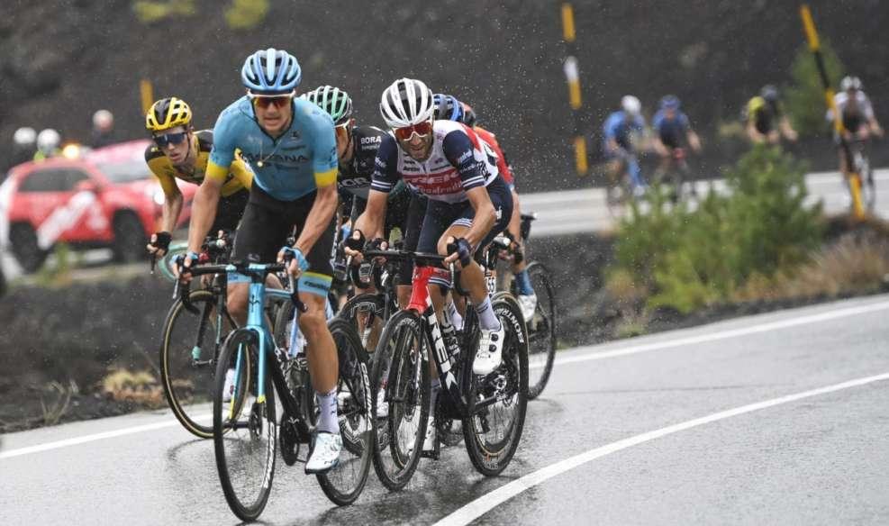 Les leaders se sont déjà joués des coudes sur le Giro, lors de l'étape qui arrivait au sommet de l'Etna. Photo : RCS / Giro d'Italia
