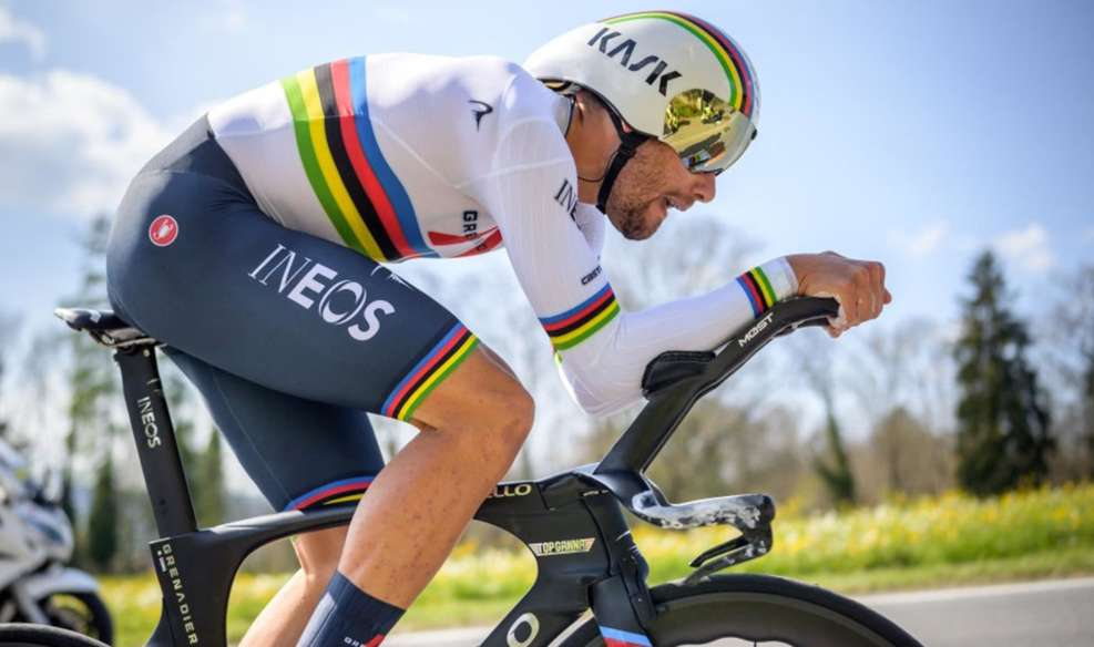 Filippo Ganna lors du chrono du Tirreno avec le maillot arc-en-ciel. Photo : RCS